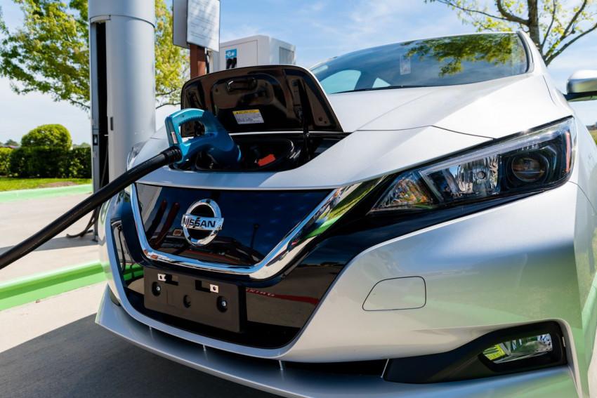 بطاريات سيارات كهربائية