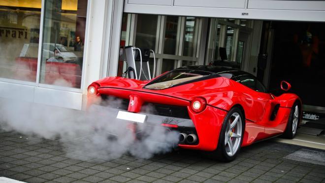قيم حالة محرك سيارتك من لون دخان العادم