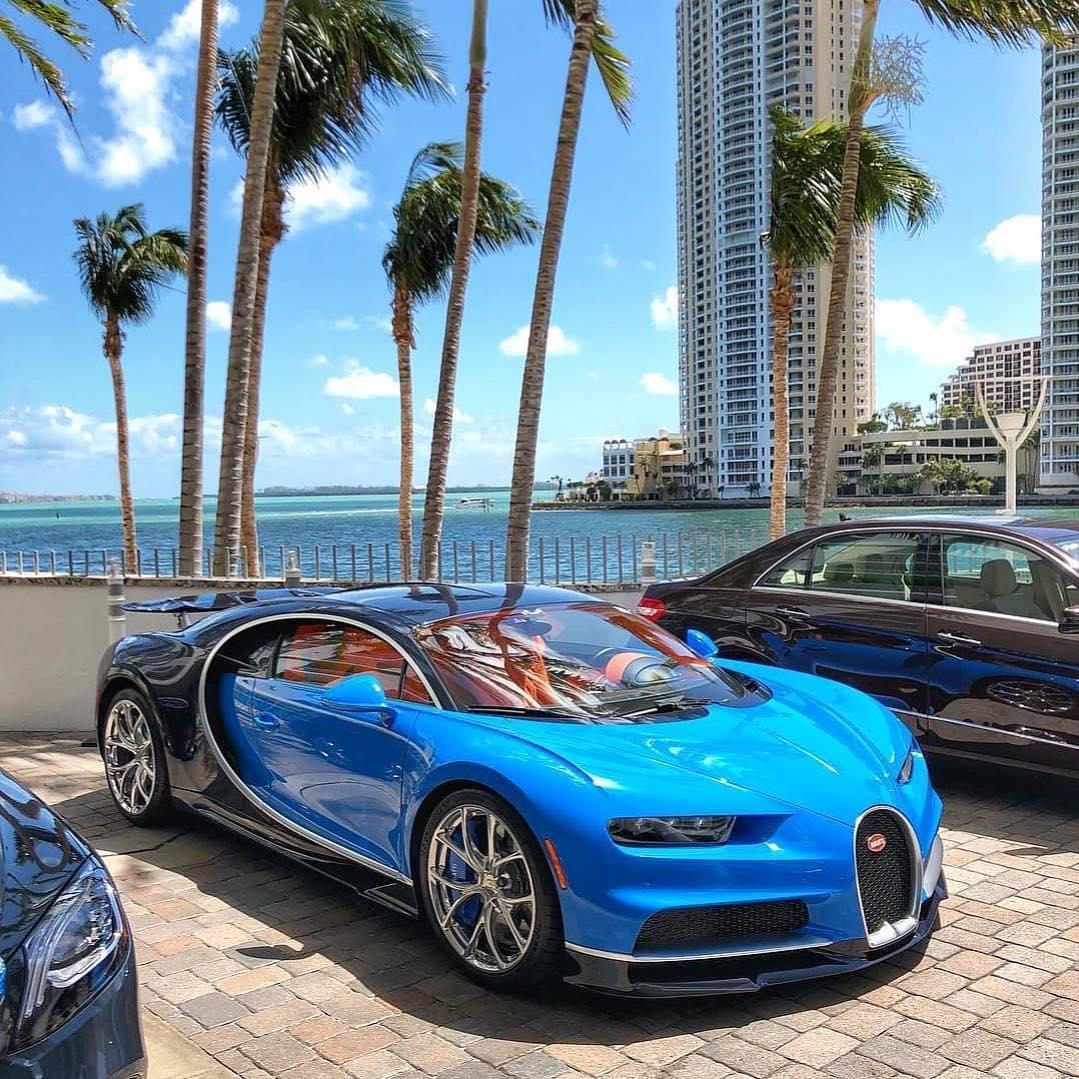سيارة الامير سلمان بن حمد آل خليفة ولي عهد البحرين