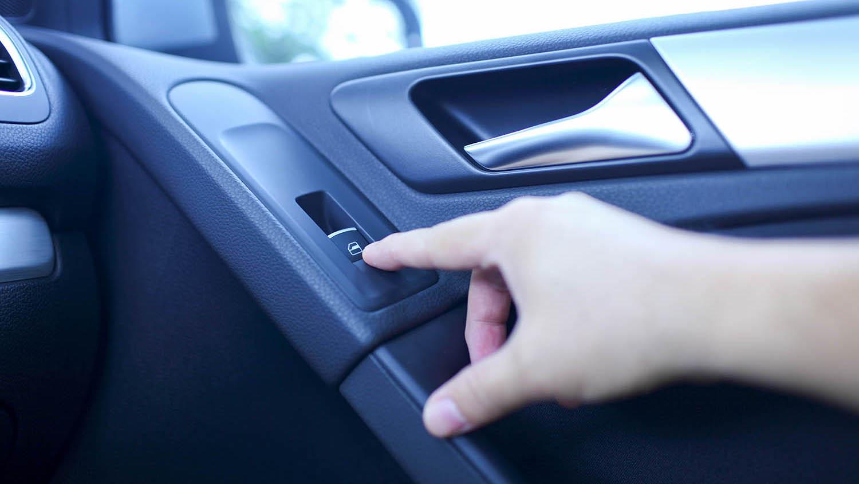 إستهلاك الوقود عند القيادة وتكون النوافذ مفتوحة