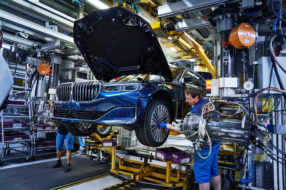 صور رسمية توضح بدء مصنع بي ام دبليو بإنتاج سيارات Series 2020 7
