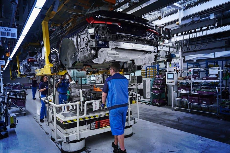 مصنع لتصنيع سيارات بي ام دبليو