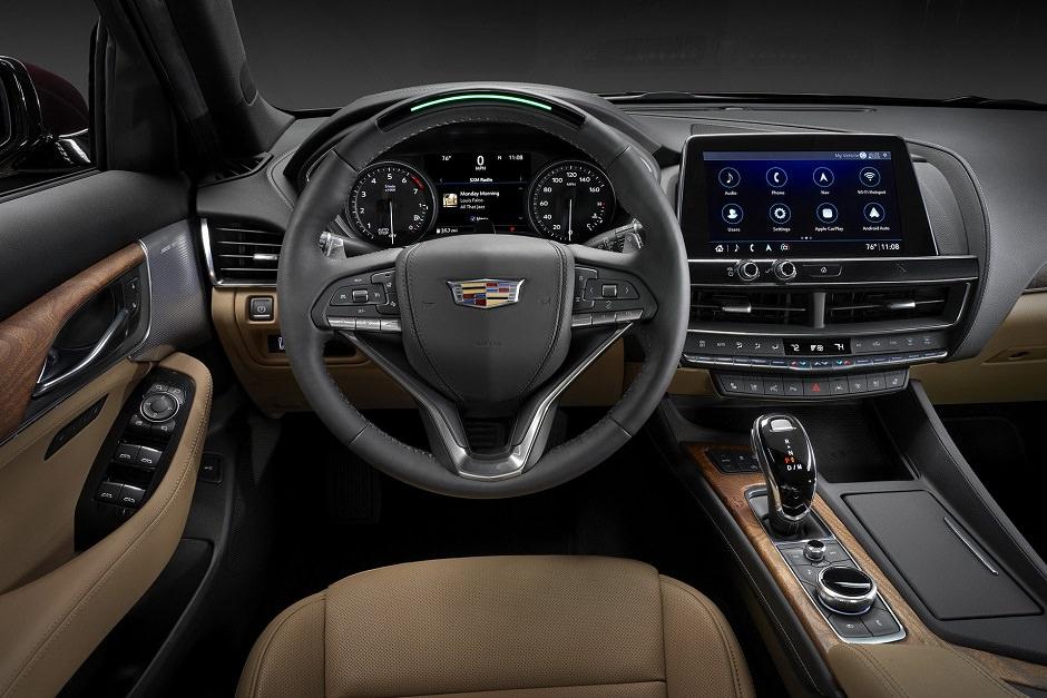 القمصورة الداخلية لسيارة كاديلاك CT5 2020