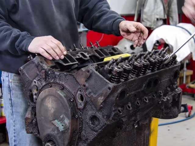صيانة محرك السيارات