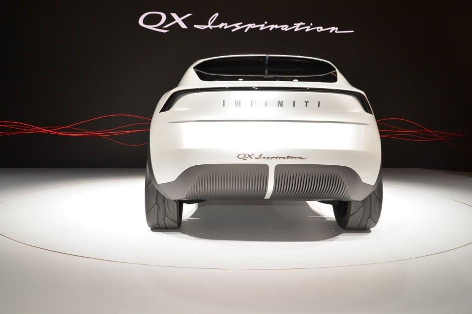 انفينيتي QX الكهربائية من الخلف