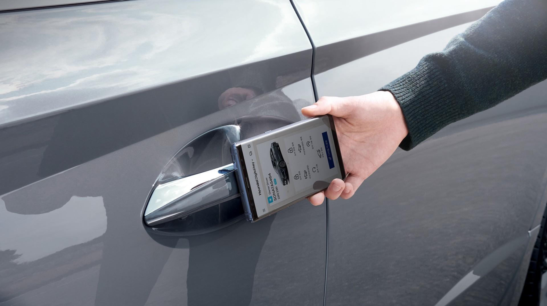 هاتف ايفون الذكي للسيارات
